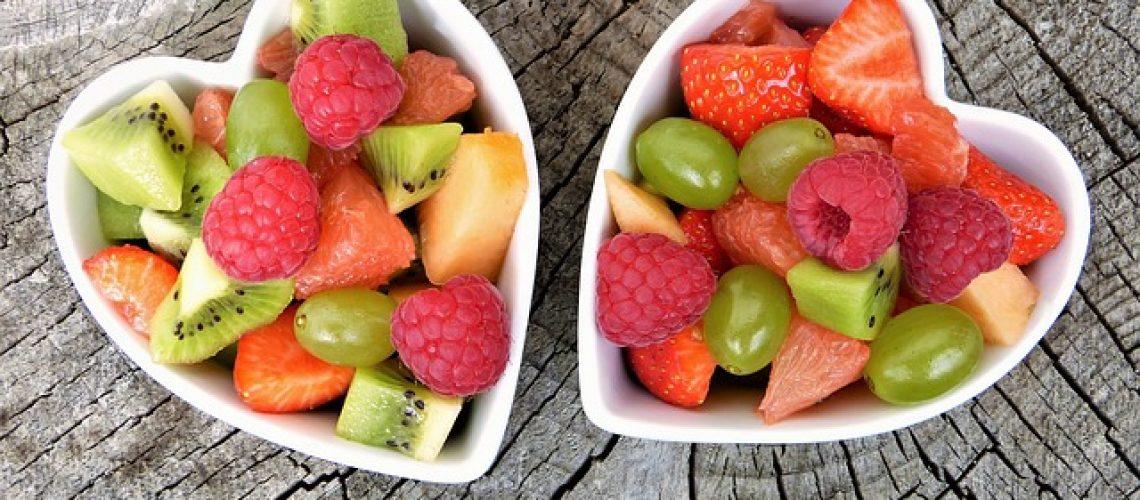 מגשי פירות חתוכים - היתרונות של הזמנה במקום להכין לבד